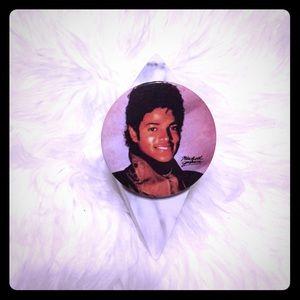 🦋2/$10 3/$15 4/$18 5/$20 80s Michael Jackson Pin